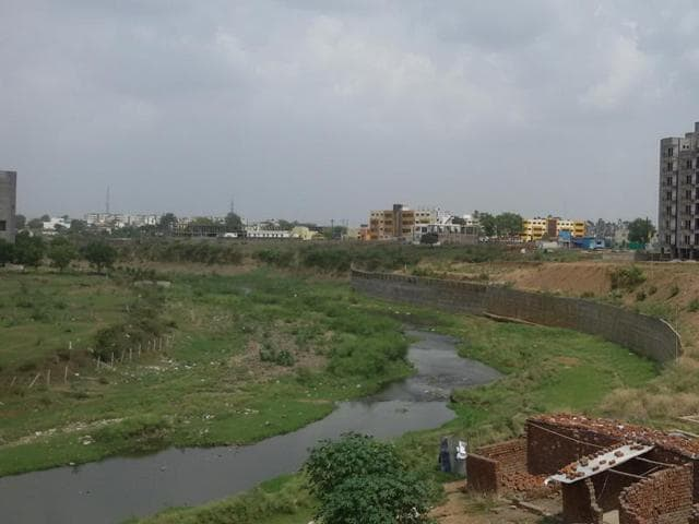 There are over 27 colonies and housing projects that have come up along the Kaliasote river and around 256 khasras are close to the river bank, which are being examined for violations by the authorities.