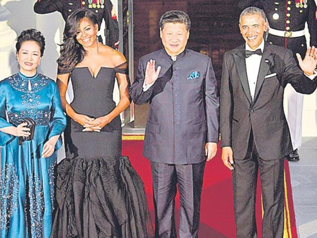 US President Barack Obama (R) and first lady Michelle Obama (2nd L) pose with Chinese President Xi Jinping (2nd R) and Peng Liyuan as they arrive for a state dinner at the White House.