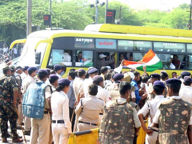 teachers' agitation,teachers in MP defer protest,Adhyapak Sanyukt Morcha