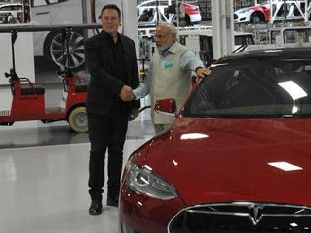 Prime Minister Narendra Modi with Tesla Motors CEO Elon Musk.(PMO)