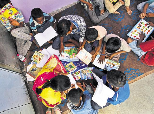 An informal school and day care centre at a police station at New Delhi railway station for runaway children from the city and around. The school is run by Salaam Baalak Trust in coordination with Delhi Police.