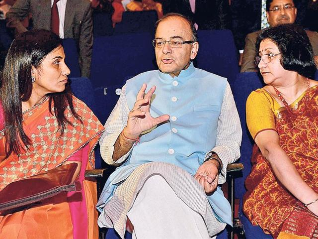 From left: ICICI Bank CEO & MD Chanda Kochhar, finance minister Arun Jaitley and SBI chairman Arundhati Bhattacharya at a banking conference in Mumbai on Monday