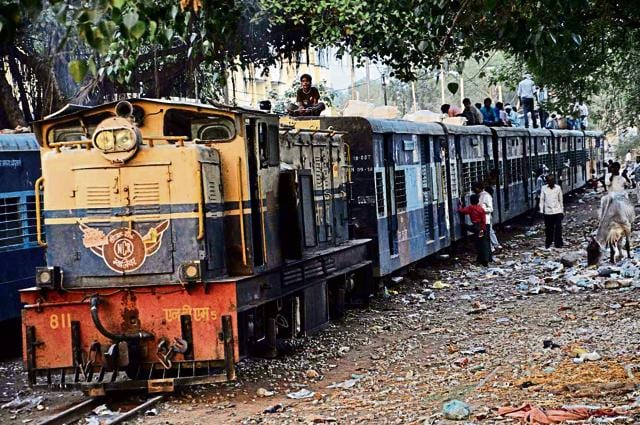 The driver reversed the narrow gauge train to about 3 km to save a fallen passenger in Gwalior.
