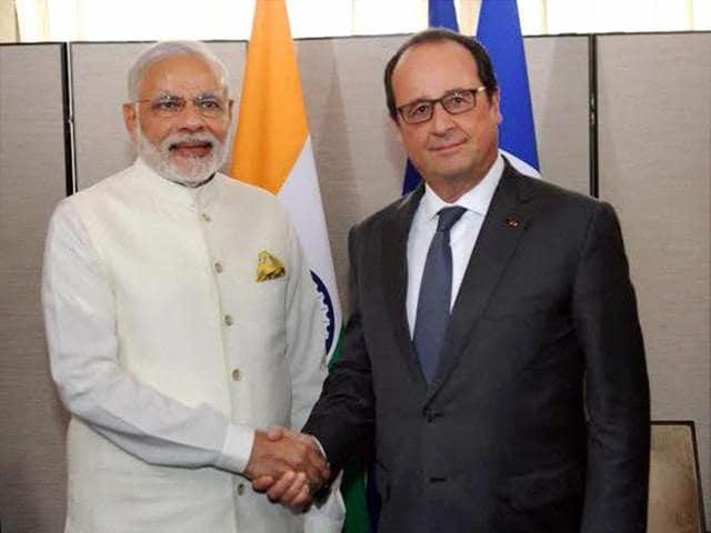 Prime Minister Narendra Modi shakes hands with France's President Francois Hollande in New York on Monday.