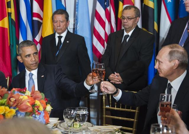 In this photo provided by the United Nations on Monday, Sept. 27, 2015, U.S. President Barack Obama, left, and Russian President Vladimir Putin toast during a luncheon hosted during the 70th annual United Nations General Assembly at U.N. headquarters. (Amanda Voisard/United Nations via AP)