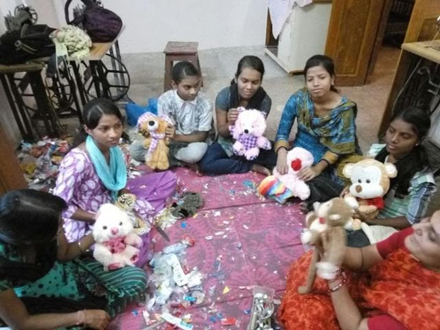 The first sale of the toys made with non-biodegradable waste materials will be held on October 2.