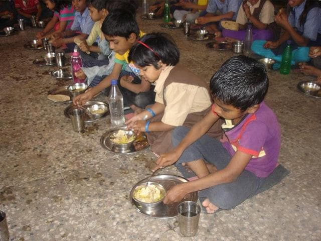 Mid-day meal,UP,Children fall ill