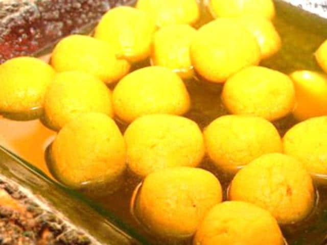 West Bengal and Odisha have been battling over the invention of 'rosogolla.' (Image via Wikimedia Commons)
