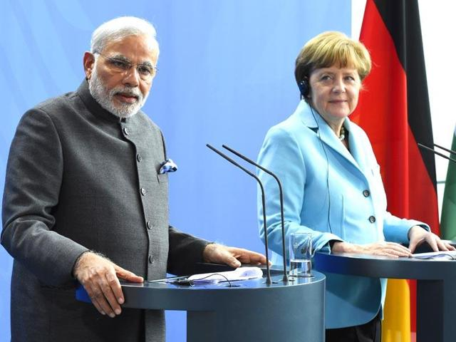 Prime minister Narendra Modi (L) and German Chancellor Angela Merkel addressing a press conference.