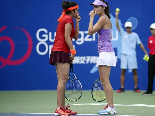 Martina Hingis, right, of Switzerland talks to Sania Mirza of India during the final of the Guangzhou Open, on September 26, 2015.