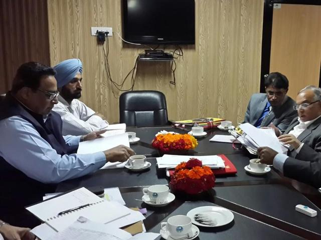 Jammu and Kashmir has agreed to sign a fresh pact with the Punjab government and fast-track the completion of the much-delayed 206 megawatt (MW), Rs 2,285-crore Shahpur Kandi dam project on the Ravi river, according to official sources.(HT Photo)