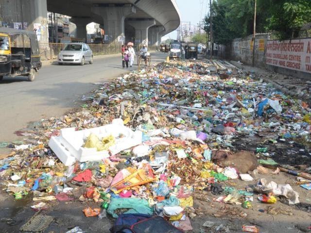 Garbage strewn on an Amritsar street.