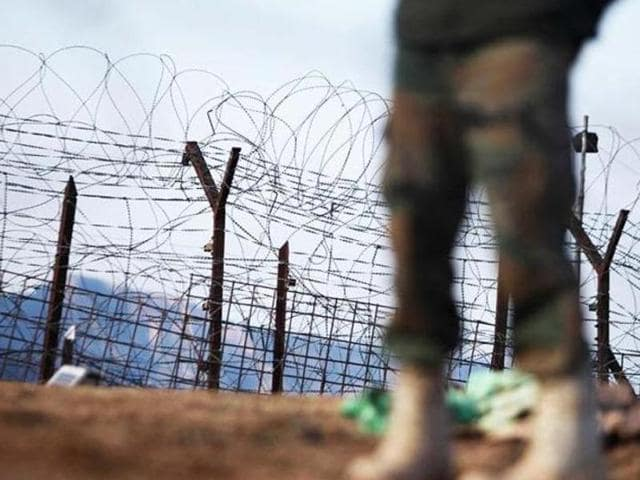 File photo of an Indian army soldier patrolling near the line of control after a reported ceasefire violation in Mendhar, Poonch district, about 210 kilometers from Jammu.  Pakistan raked up the issue of Kashmir at the UNGA in 2015.