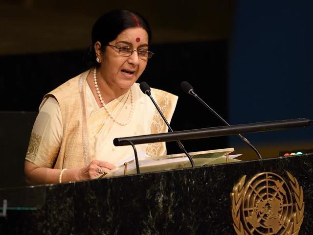 Combination photo of Sushma Swaraj and Nawaz Sharif at the UN.