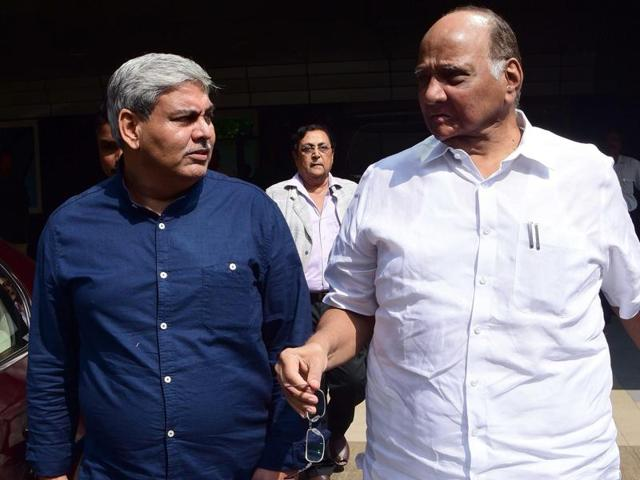 Former Board of Control for Cricket in India (BCCI) president Shashank Manohar (L) and Sharad Pawar, President of the Nationalist Congress Party, leave the board's headquarters in Wankhede stadium in Mumbai on October 3, 2015.