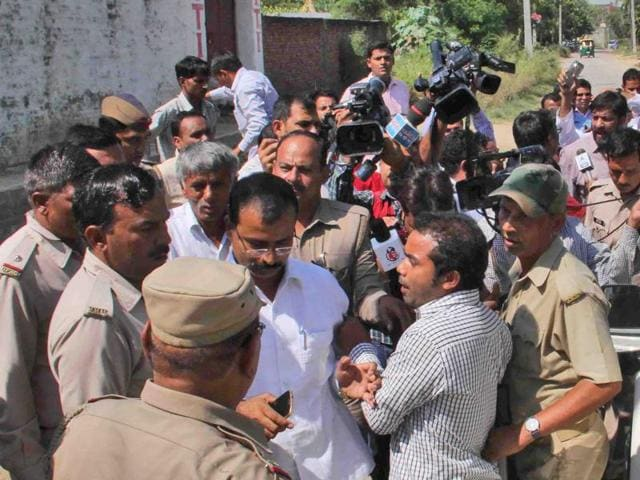 The entry of subdivisional magistrate (SDM) Rajesh Kumar, into a village where a recent lynching had taken place, was barred by its inhabitants, some of whom stretched themselves in front of his car alleging that he had issued a threat to the victim's family, in Bisada village.