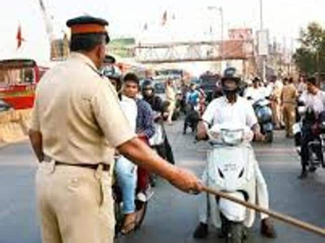 An assistant sub-inspector (ASI) of traffic wing was suspended for duping commuters by issuing forged challan receipts, on Monday.