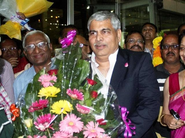 Newly elected BCCI President Shashank Manohar being welcomed by friends in Nagpur.