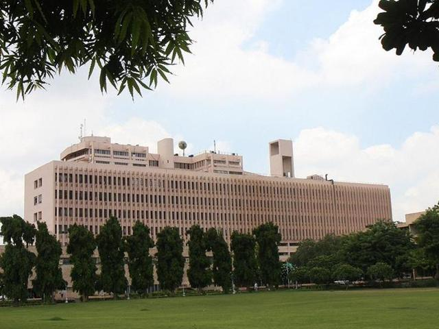 A file photo of Indian Institute of Technology campus in Delhi. The IITs have been in favour of a steep hike in the tuition fee so that the running cost of the institutes is taken care of by student's fee and government funding is used for creation of infrastructure including labs, equipments and library. (Arvind Yadav/HT photo)