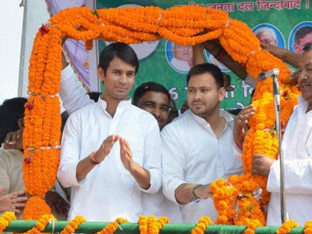 RJD chief Lalu Prasad with sons Tejaswi Yadav and Tej Pratap at a rally after the latter filed nomination papers from Mahula assembly constituency in Hajipur on Monday.