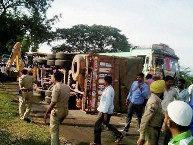 Bus truck collision in Telangana,Ramannapeta,Nalgonda