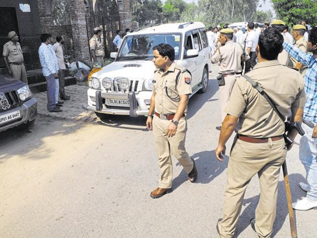 Senior police officers continued to camp in Bisada and nearby villages.(Sunil Ghosh/HT photo)