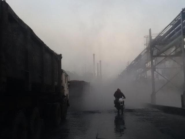 Fly ash pollution clouds visibility in Singrauli — the energy capital of India.