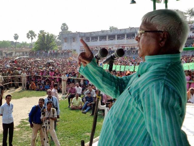RJD Chief Lalu Prasad addressing an election rally in Begusarai.
