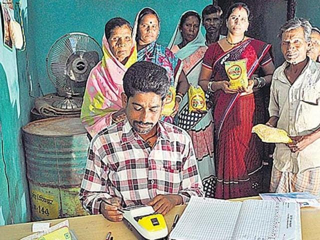 In Andhra Pradesh, half of the beneficiaries in the surveyed areas couldn't access their ration quota due to glitches, lack of training and mismatches linked to Aadhaar.(HT File Photo)