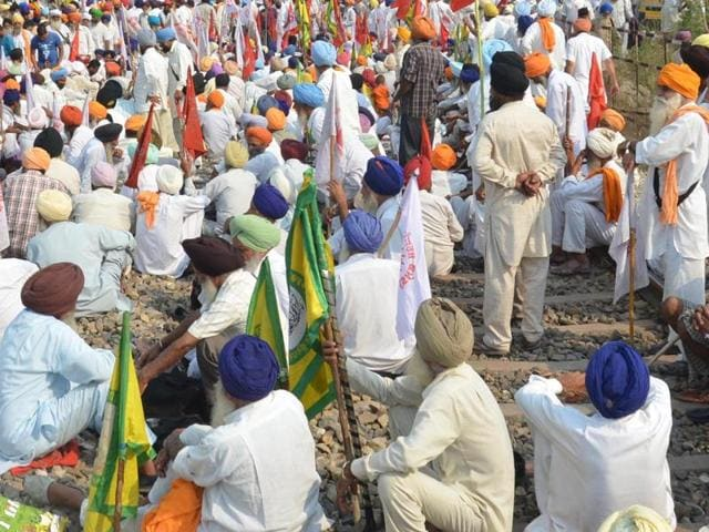 Farmers block the railway track near khalchia 28 kms from Amritsar on Wednesday during the protest against the central and Punjab government due to anti -farmer policies