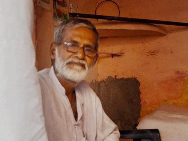 Ikhlaq's eldest brother Jameel Ahmed at his residence at Bisada in Dadri on Thursday.