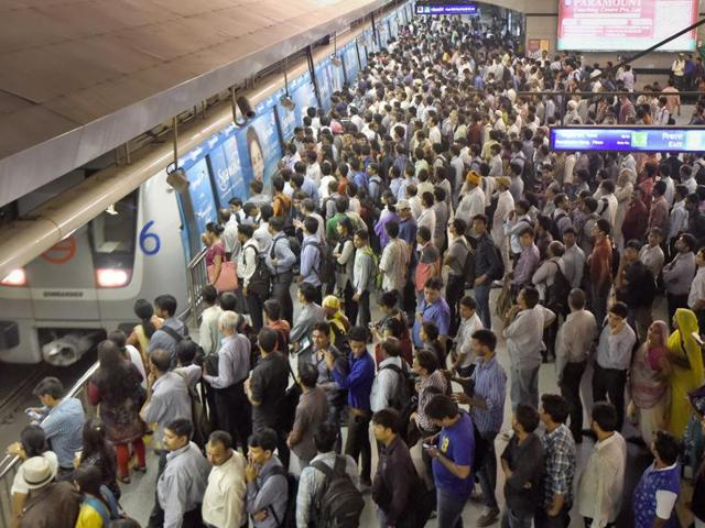Despite being a success, there are serious problems that the Delhi Metro commuters face today.