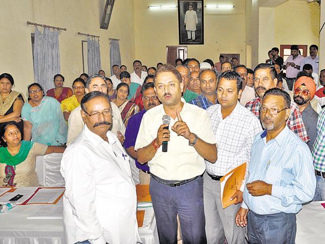 Board meeting of Dehradun Municipal Corporation disrupted by rival political camps — Congress and Bharatiya Janata Party — in Dehradun on Thursday.