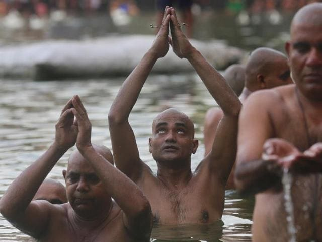 Hindu devotees perform rituals on the occasion of Mahalaya.