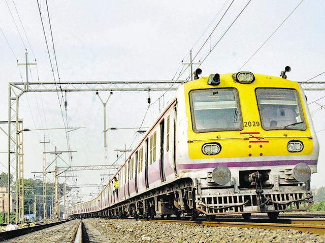 Central and Western Railway have sold around 1,000 paperless suburban tickets since their launch two days ago.