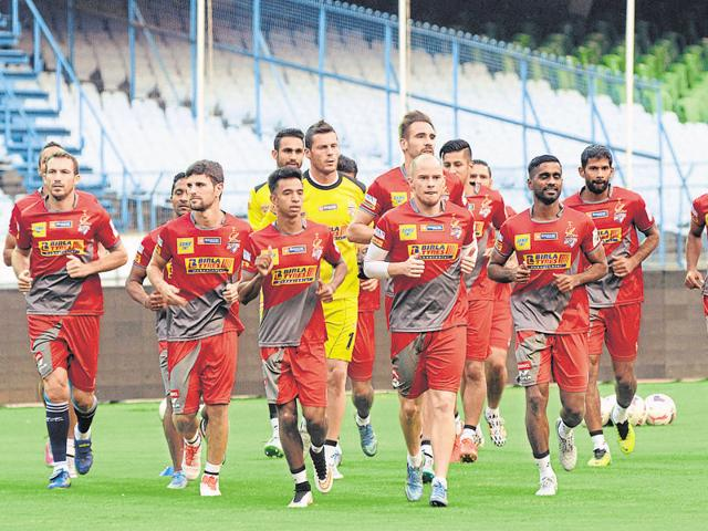 Atletico de Kolkata's Iain Hume, centre, will be up against his former side Kerala Blasters.