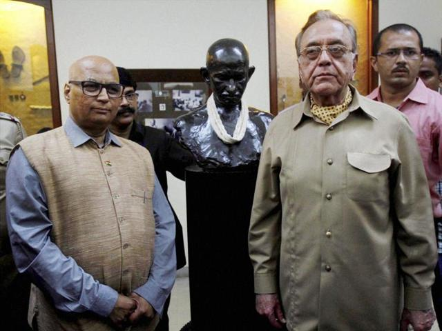 Former foreign minister of Pakistan Khurshid Mahmud Kasuri and Sudheendra Kulkarni during a visit to Mani Bhavan in Mumbai.