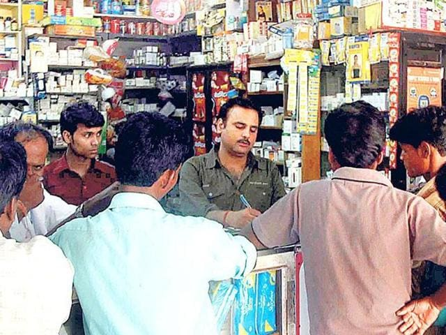The AIOCD president said we strongly oppose the government's move to regularise sale of medicines through internet that is 'e-Pharmacy' in larger public interest. However, Shinde claimed it was illegal to sell medicines on internet under the Drugs and Cosmetics Act 1940. (HT Photo)
