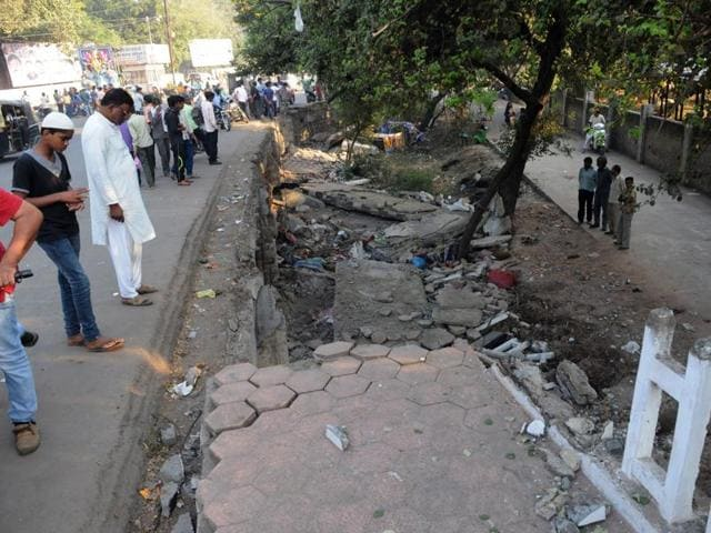 Overbridge collapse in Bhopal,dilapidated overbridge in Bhopal,Bhopal Municipal Corporation