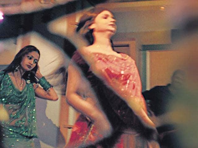 Supreme Court,Maharashtra dance bars,SC sanctions dance bars