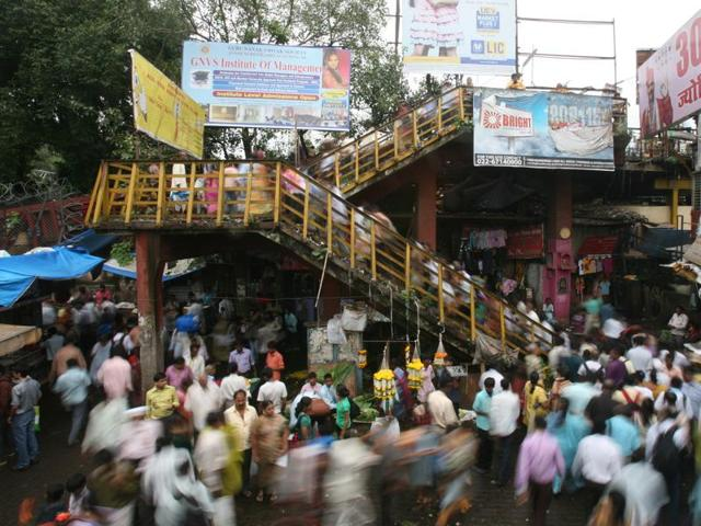 The crowded Dadar footover bridge.