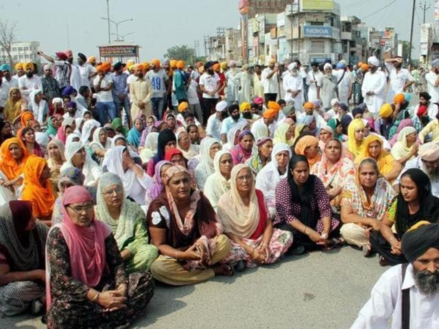 Protesters continued to block roads at many locations in the Malwa belt of the state on Friday.