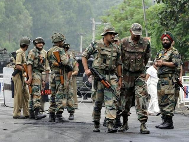 Pulwama,Militants open fire,Terror