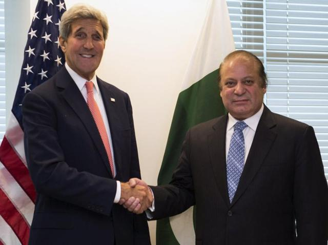 US secretary of state John Kerry (L) poses with Pakistan's Prime Minister Nawaz Sharif during their meeting ahead of the United Nations General Assembly in New York September 27, 2015.