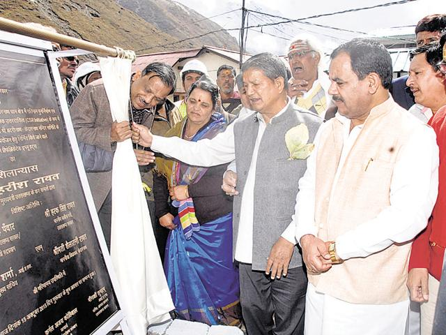 Chief minister Harish Rawat lays foundation stone of reconstruction projects in Rudrapryag on Thursday.