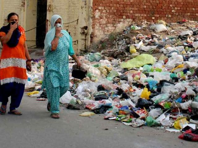 As safai sevaks go on strike, garbage can be  seen piling up on the streets of Sultanpur Lodhi.