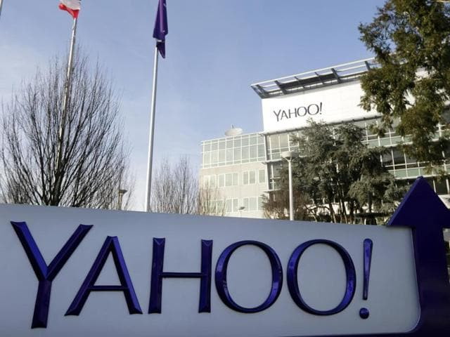 Yahoo is trying to phase out passwords with an update to its mobile application for its email service.