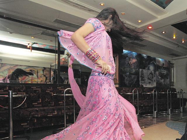 Dance bar,Mumbai,Eknath Khadse