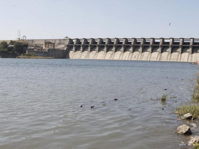Jayakwadi, one of the biggest dams in Marathwada, has a storage of only 6 %, while the total storage of all dams in this region stands at around 15 %.(Kunal Patil/HT photo)