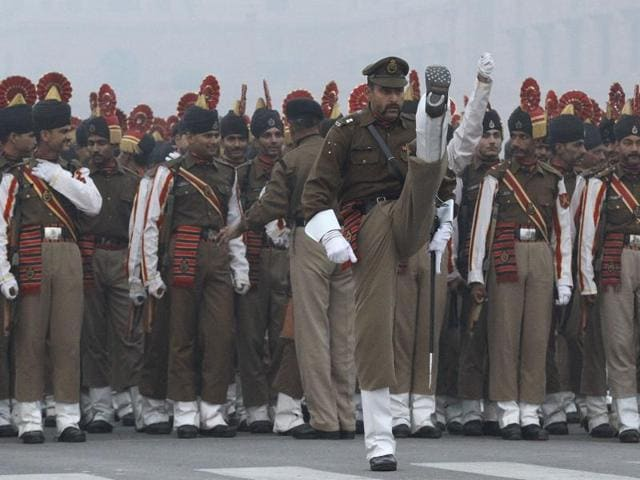 Border security force ( BSF ) contingent rehearse for the Republic Day parade on a cold winter morning at Rajpath in New Delhi .